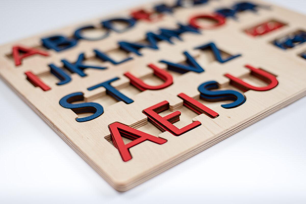 Kustīgais alfabēts - Lielie drukātie burti un paliktnis