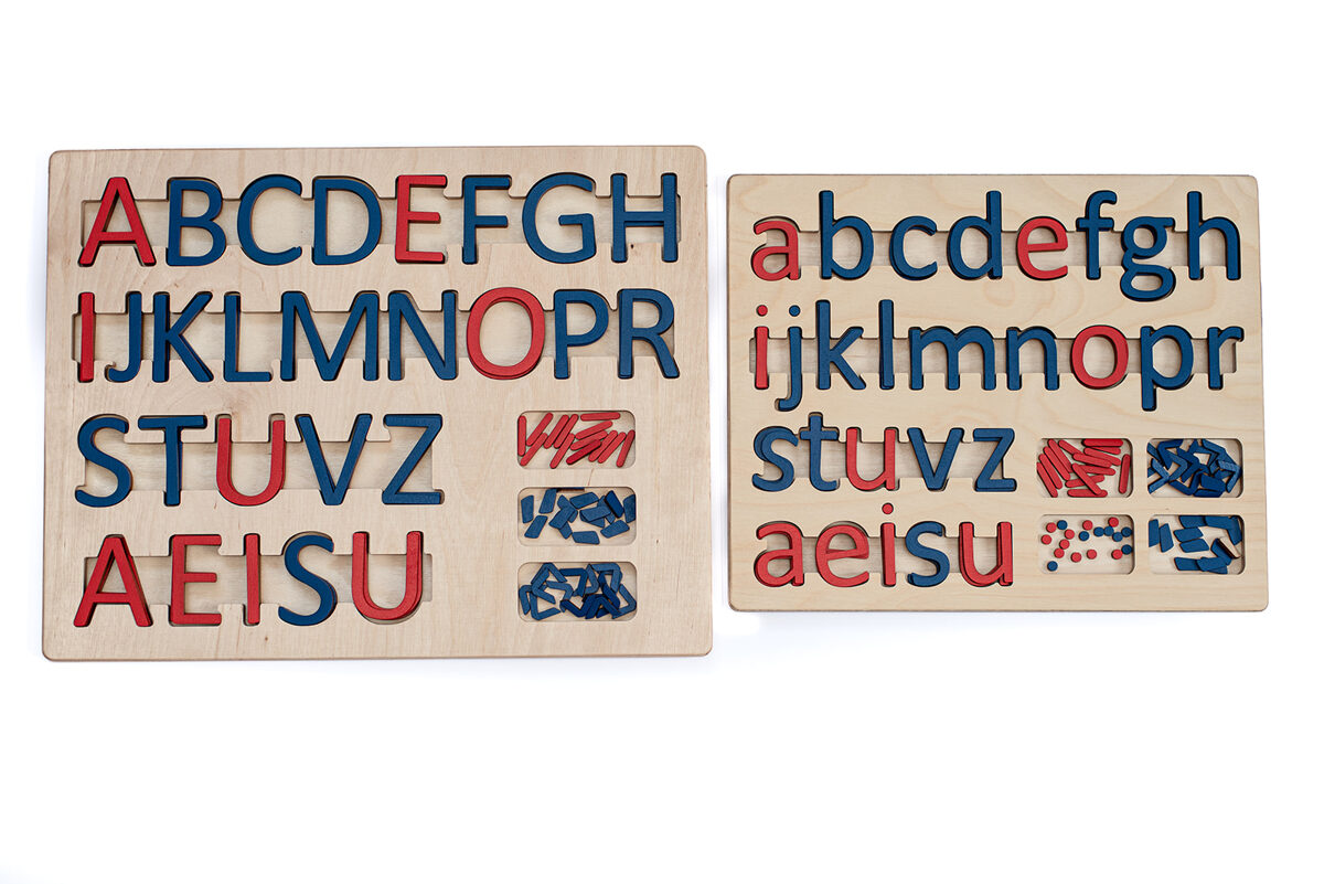 Kustīgais alfabēts - Lielo drukāto burtu paliktnis un mazo drukāto burtu paliktnis ar burtiem