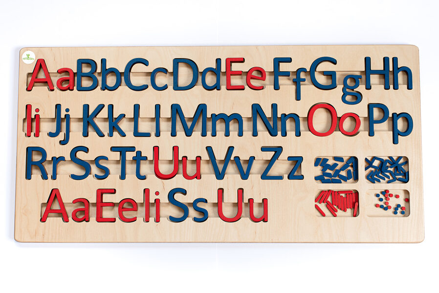 Kustīgais alfabēts - Lielo/mazo drukāto burtu paliktnis un burti.